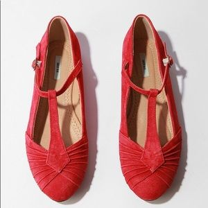 Red suade pleaded skimmer sz 8 urban outfitters